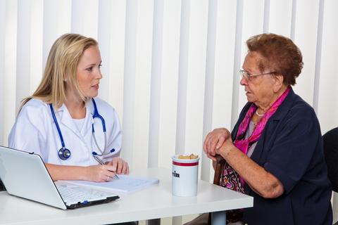 doktor-old-woman